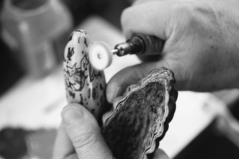 Richard Devoyer savoir faire - polissage pomme de pin